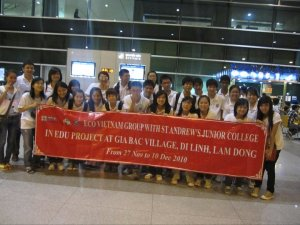 The first picture of SAJC when they had just been at Tan Son Nhat airport.