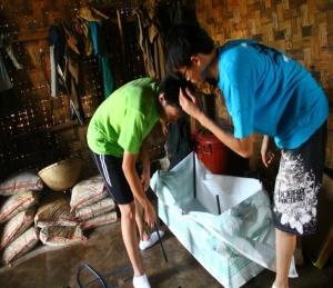 Putting the closet togerther for Ka' M Hệ